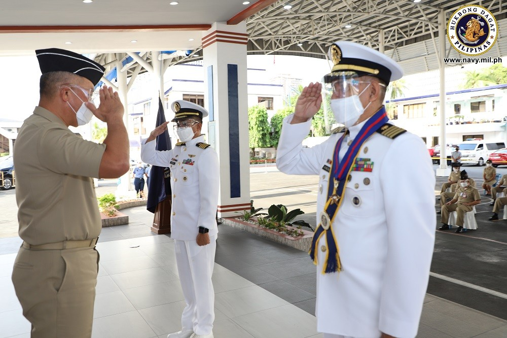 Image Title: Navy chief surgeon retires from military service